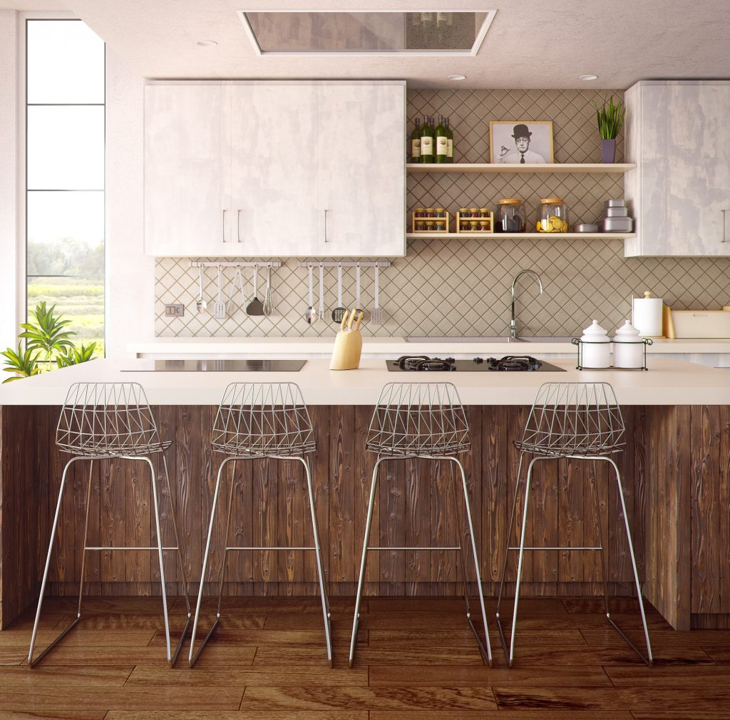 cuisine ouverte avec bar et chaises hautes de bar