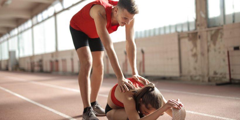 couple qui s'étire avant le sport